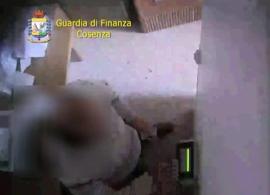 """Ancora """"furbetti del cartellino"""", la guardia di finanza  scopre sedici assenteisti negli uffici di Cosenza"""