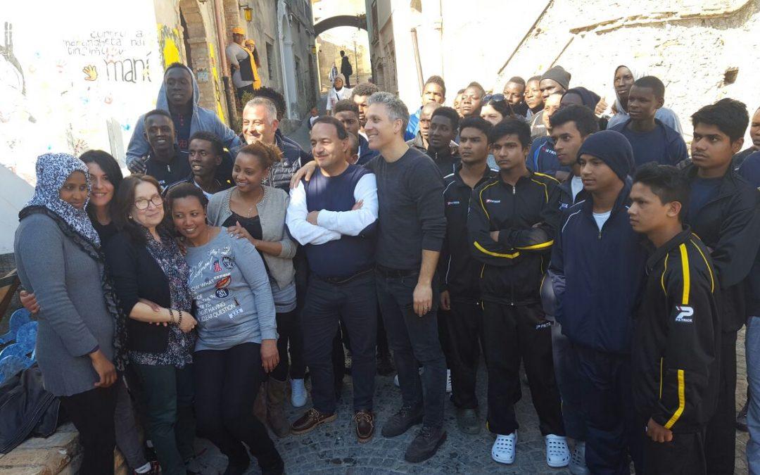 FOTO – Una miniserie su Riace e sul sindaco Mimmo Lucano  Beppe Fiorello in Calabria per i primi sopralluoghi