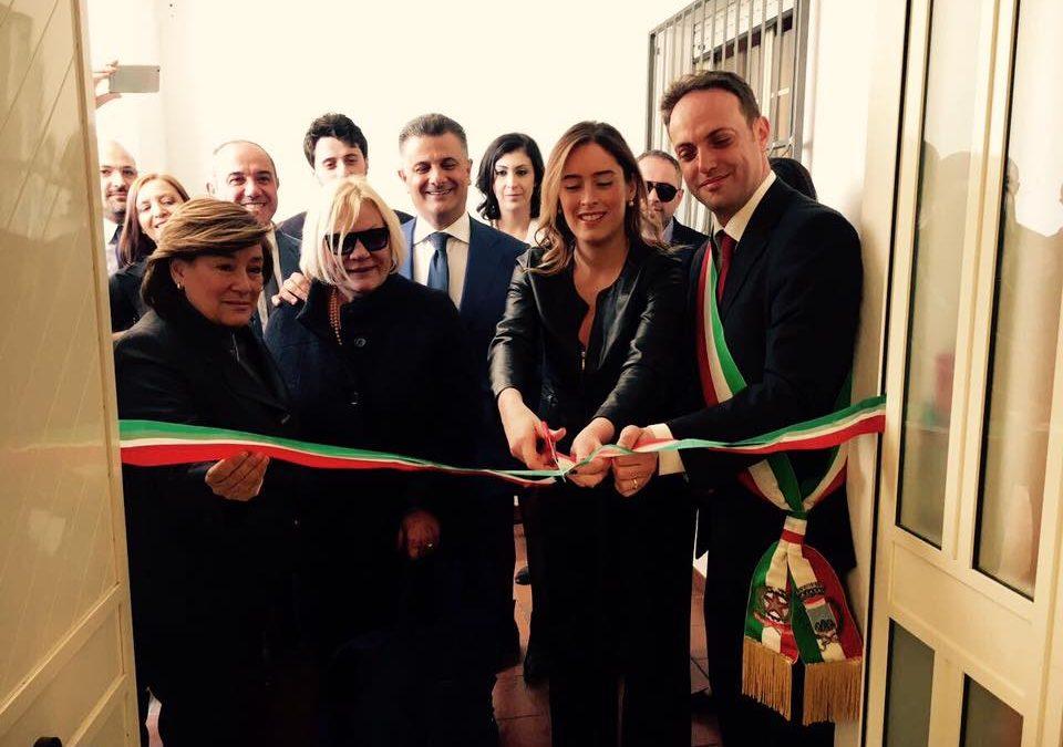Maria Elena Boschi a Latronico taglia il nastro della Casa delle Stelle (foto da facebook)