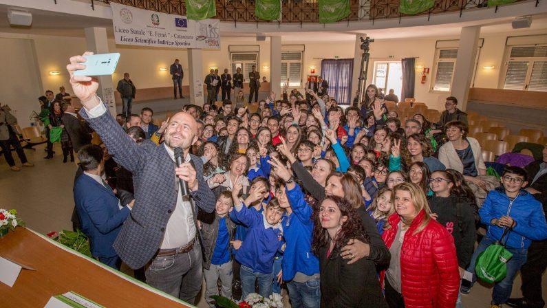 FOTO - Il Coisp dialoga con giovani e scuoleLa premiazione degli studenti e lo show di Abete
