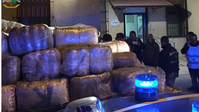 Inseguimento internazionale nel Mar Ionio, 7 arresti  Sgominata un'organizzazione dedita al traffico di droga  Sequestrato stupefacente per oltre 10 milioni di euro
