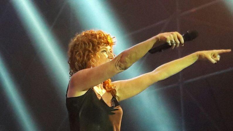 Fiorella Mannoia incanta il pubblico di CrotoneGrande entusiasmo tra i fan del Palamilone
