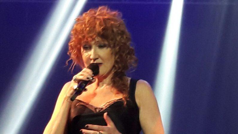 """VIDEO – Fiorella Mannoia canta """"Combattente""""  Il videoclip ufficiale del brano che lancia il tour"""