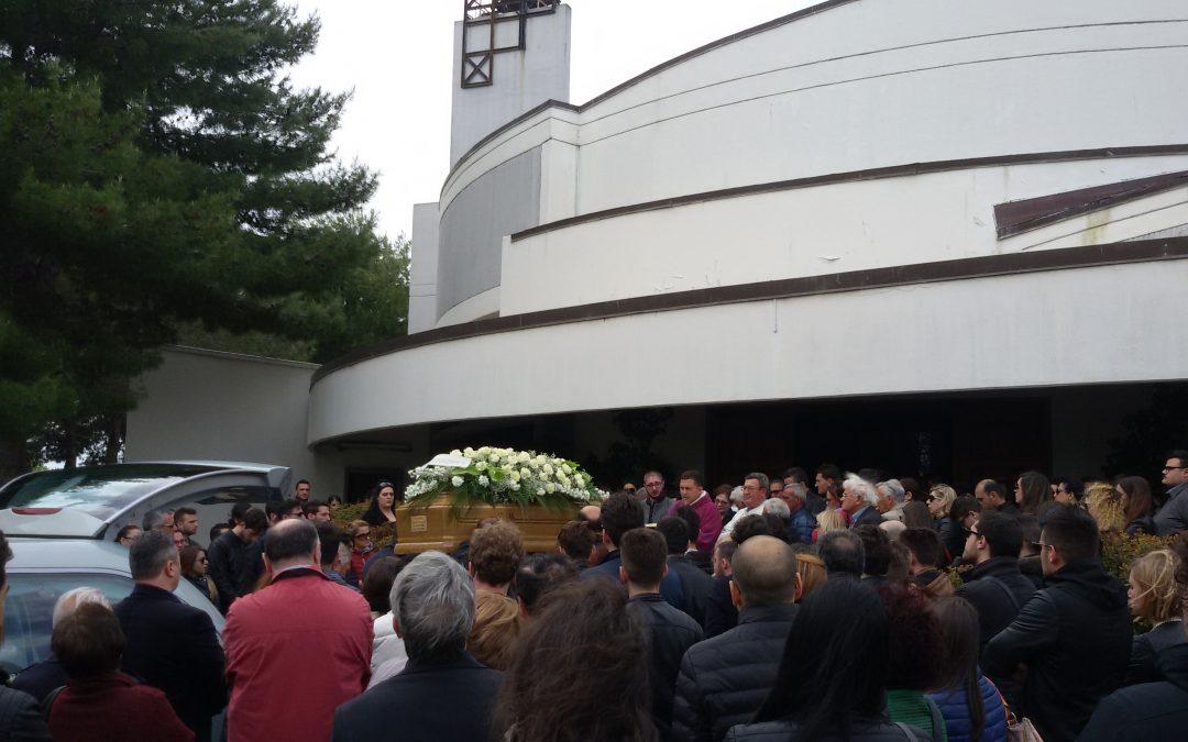 Morto Davide Carrabetta, commozione a Crotone  La comunità si raduna per partecipare ai funerali