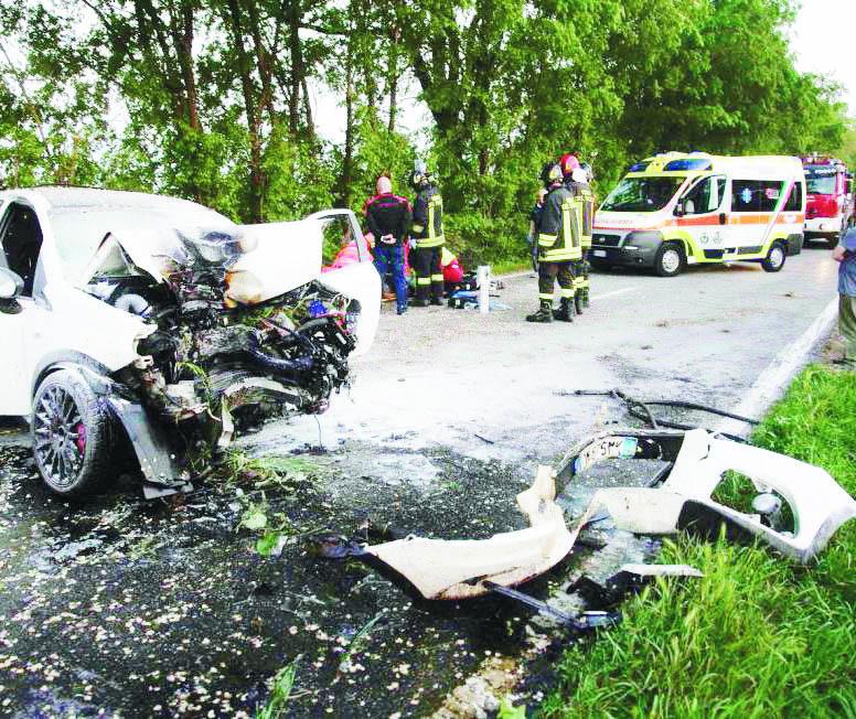 Gravissimo incidente stradale poch giorni prima PasquaFerito un giovane calabrese, muore la compagna incinta