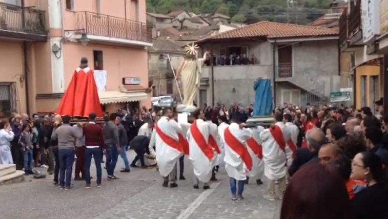 VIDEO - Shock a Pasqua nel Vibonese durante l'AffruntataLa statua della Madonna va in frantumi, le immagini da dietro