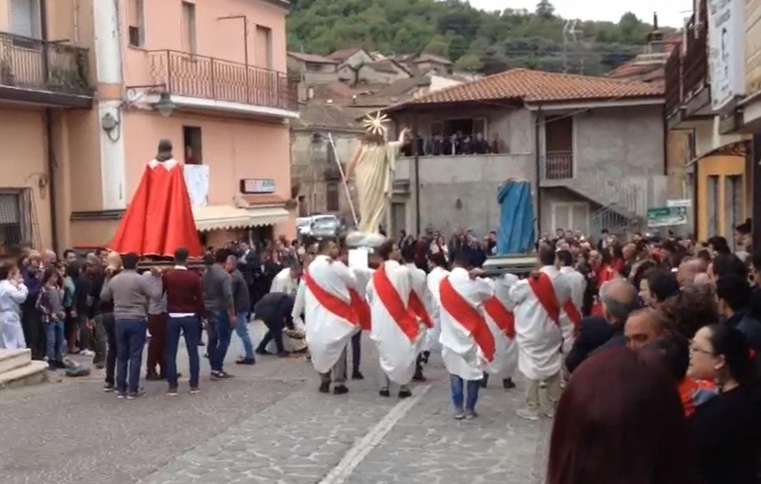 Vibo, Pasqua shock a Pizzoni durante l'AffruntataAl culmine del rito la statua della Madonna va in pezzi