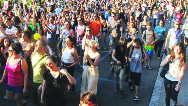 Calabria pride: l'orgoglio omosessuale in strada il Primo luglio a Cosenza dopo le edizioni di Reggio e Tropea