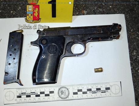 Colpi di pistola contro un'abitazione a Napoli