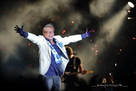 Nino D'Angelo, concerto al San Paolo per i suoi 60 anni