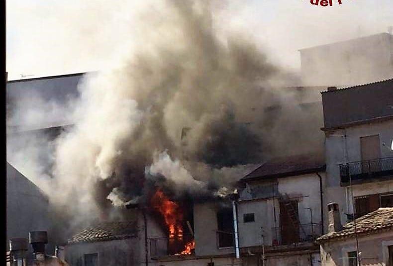 L'incendio a Mesoraca