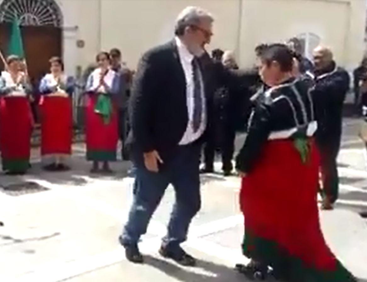 VIDEO - Emiliano si fa male durante un'iniziativa in Calabria, il momento dell'infortunio