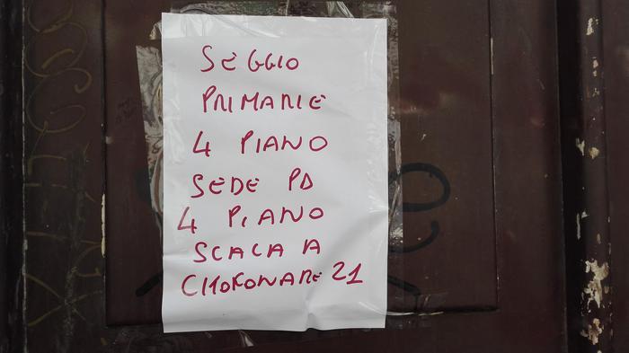 """Primarie Pd, per votare a Napoli """"citofonare 21"""""""