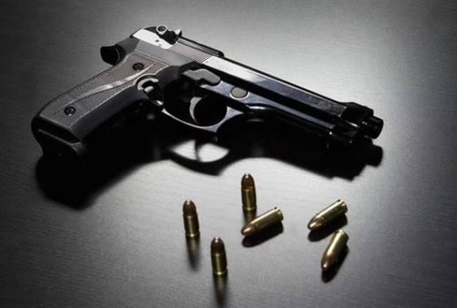 Aveva una pistola mai censita in ItaliaArrestato dalla polizia un uomo a Rosarno