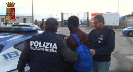 Migranti, arrestati trafficanti a Salerno