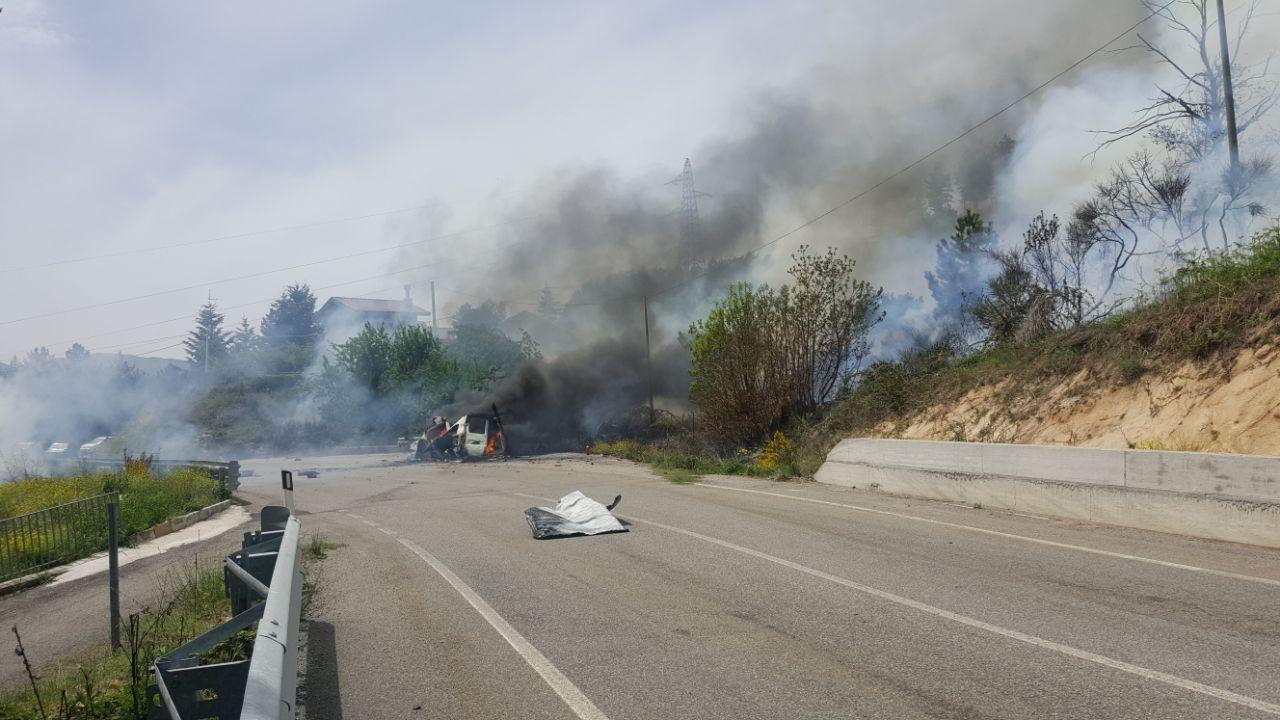 Ambulanza prende fuoco ed esplode mentre è in stradaIn fiamme il bosco a San Giovanni in fiore