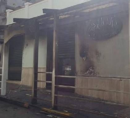Esplosione nella notte distrugge un noto barLa Squadra Mobile di Reggio apre una indagine