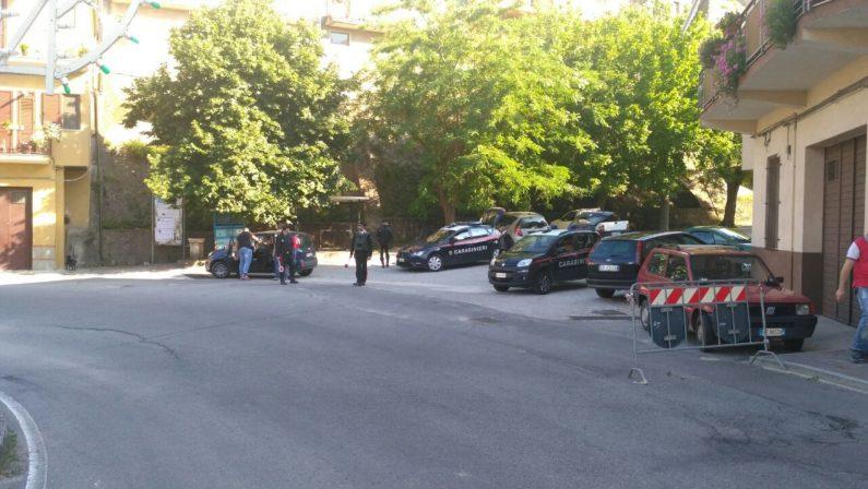 Rinvenuta una bomba in una vecchia scuola, nel plesso di Crotone anche droga e armi