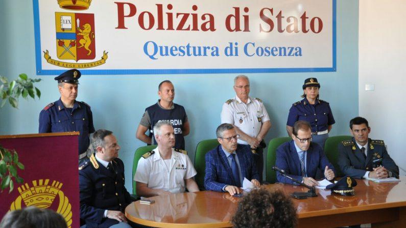 Migranti, fermati tre presunti scafisti a CoriglianoAvrebbero guidato il viaggio di oltre 600 persone