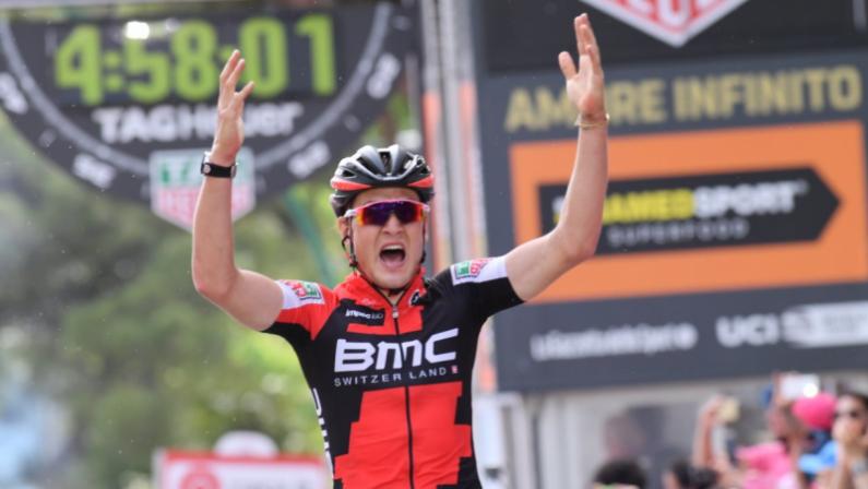 Giro d'Italia 2017, la sesta tappa va allo svizzero Dillier  La Calabria ricorda Scarponi e si veste di rosa