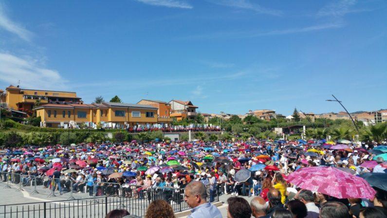 Migliaia di devoti di Natuzza a Mileto per il raduno dei CenacoliShock da Roma: «Perplessità sulla causa di canonizzazione»