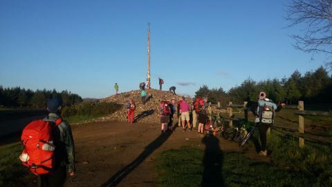Il rituale delle pietre a Cruz de Hierro vicino a Foncebadon