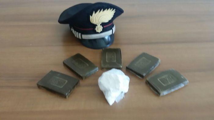 Cocaina e hashish nel reggiseno, 4 arresti nel Materano