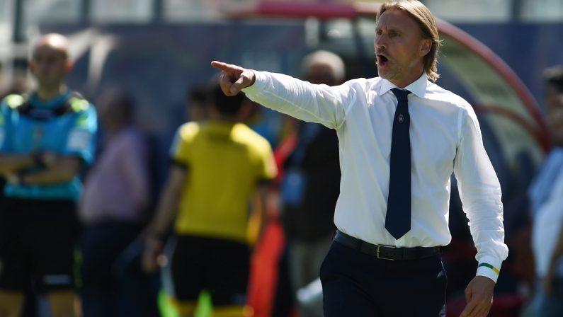 Calcio, Nicola mantiene la promessa: l'allenatore del Crotone parte in bici e arriverà a Torino