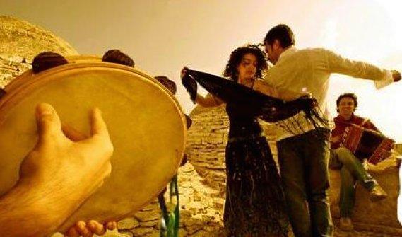 L'artista maori che a Irsina fa incontrare i ritmi polinesiani e la pizzica salentina