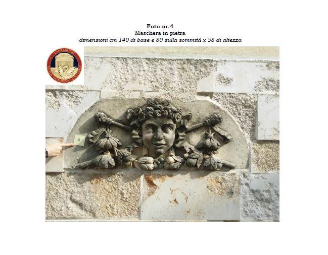 Antichi bassorilievi che adornavano il teatro Manfroce di Palmi scoperti dai carabinieri in una casa: due denunce