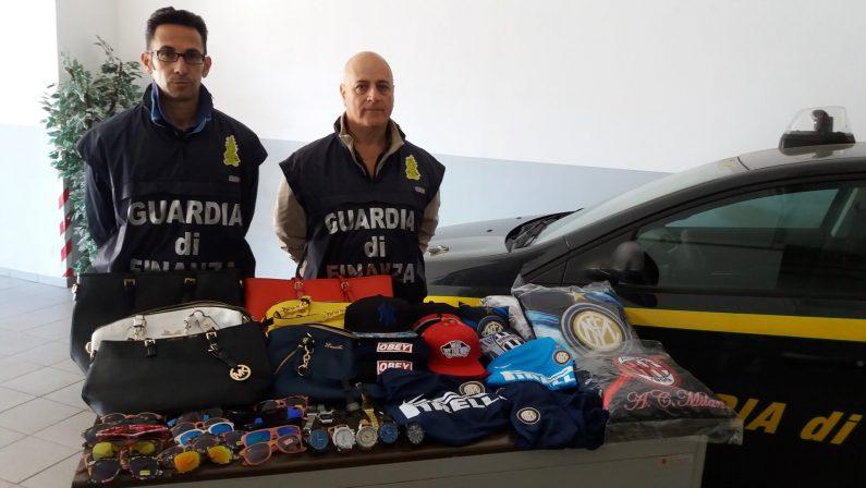 La centrale della contraffazione in una palazzina  Sequestrati 4.000 capi nel Catanzarese, 6 denunce