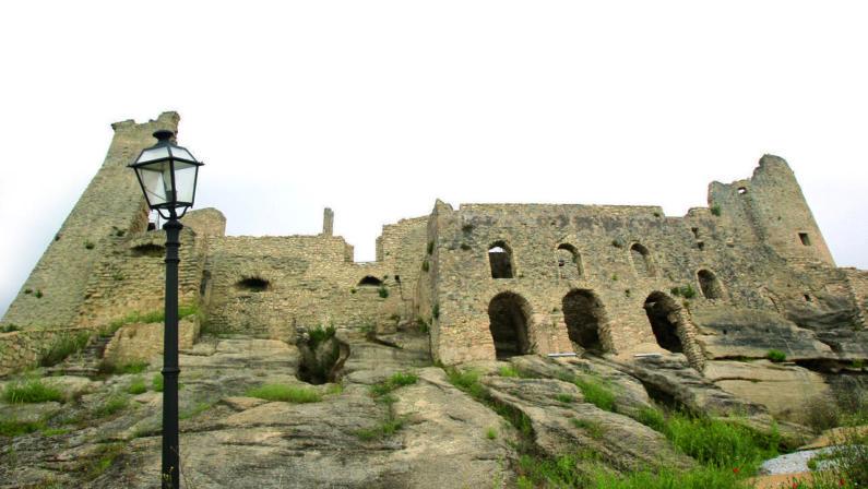 L'Istituto Nazionale dei Castelli premia la Calabria: ai turisti italiani e stranieri propone di visitare il maniero di Cleto