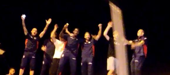 VIDEO - Crotone in festa per la permanenza in serie ATifosi e giocatori in strada per celebrare il successo