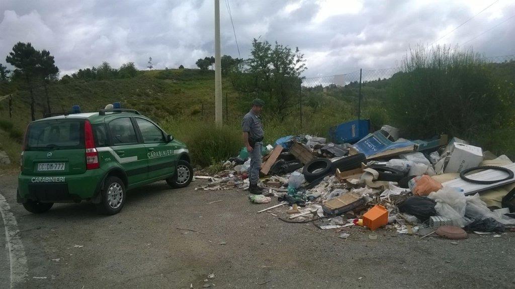 Abbandono di rifiuti per strada ad Acri, multe per 8mila euro comminate ai trasgressori scoperti