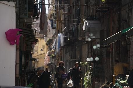 Folla per notte bianca nel rione Sanità a Napoli