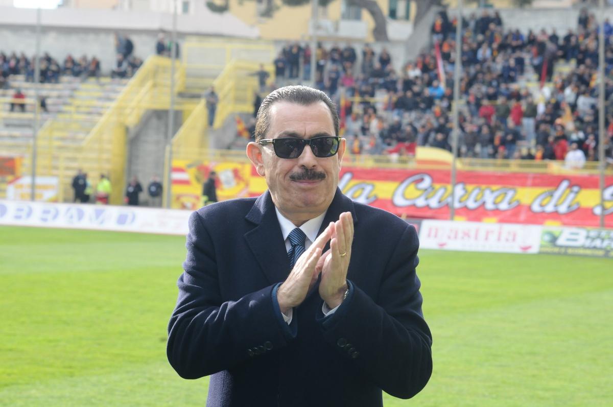 Calcio, Cosentino ha deciso di cedere il CatanzaroNominato amministratore unico, società in vendita