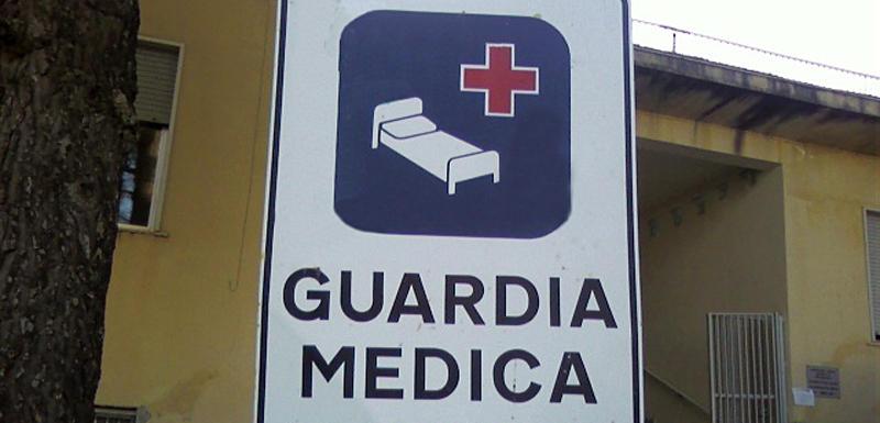 Giovani ubriachi fanno irruzione nella sede della guardia medica di Vibo Marina