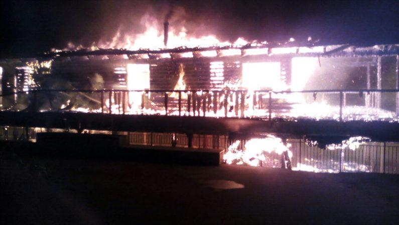 VIDEO - Incendio distrugge il lido Ulisse a SquillaceAllarme per nuova intimidazione in Calabria