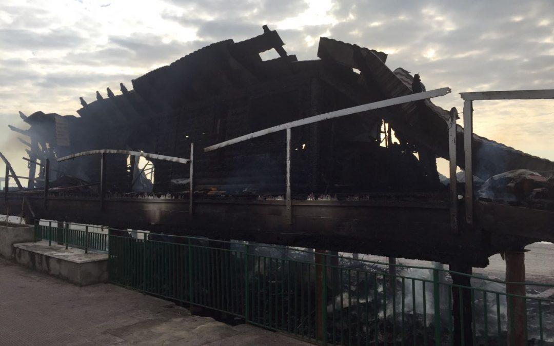 VIDEO – Incendiato il lido Ulisse a Squillace  Quel che resta del noto stabilimento balneare