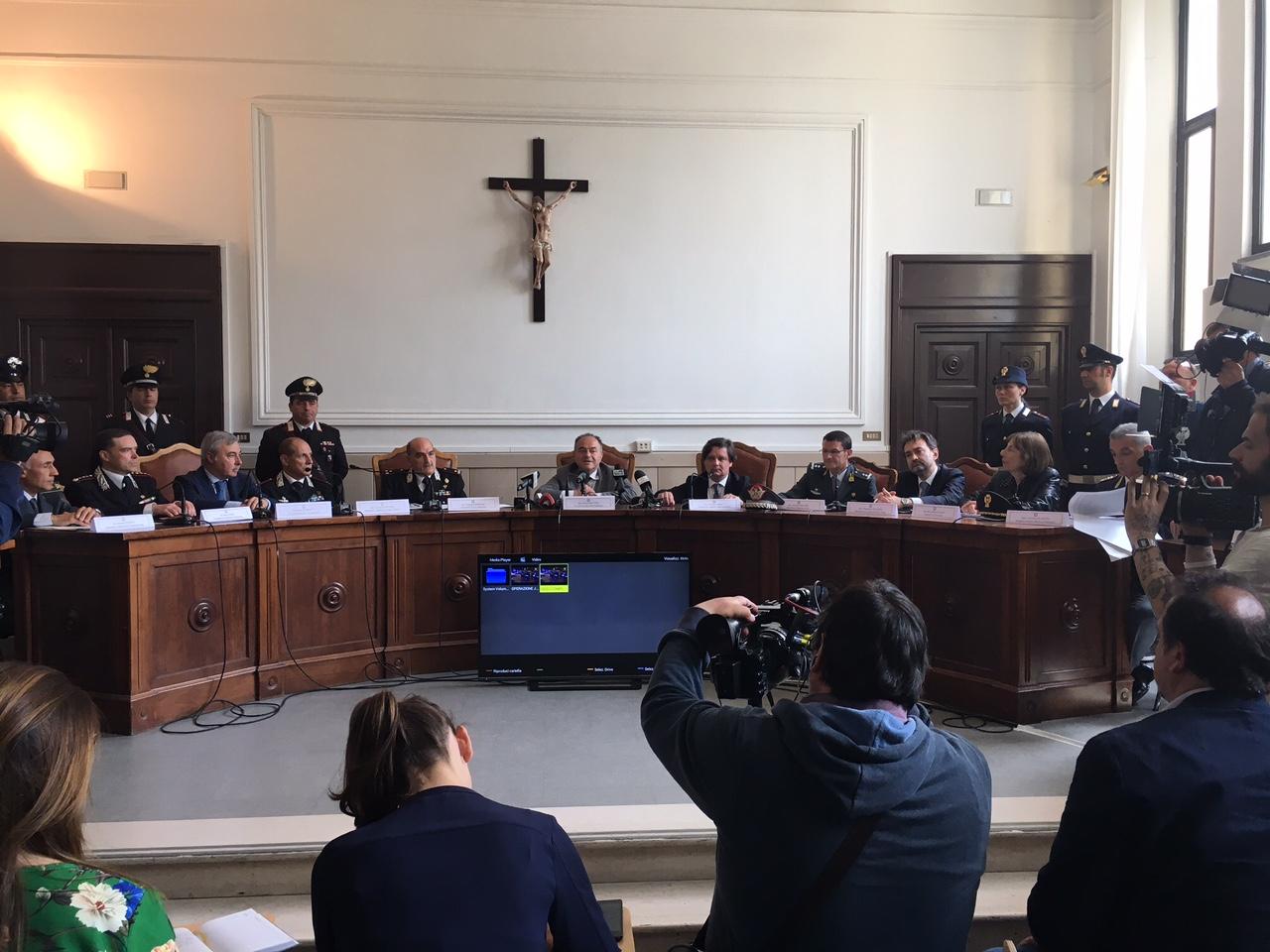'Ndrangheta, cosca Arena su Catanzarese e Crotonese  Gestivano anche il centro immigrati di Isola, 68 fermi