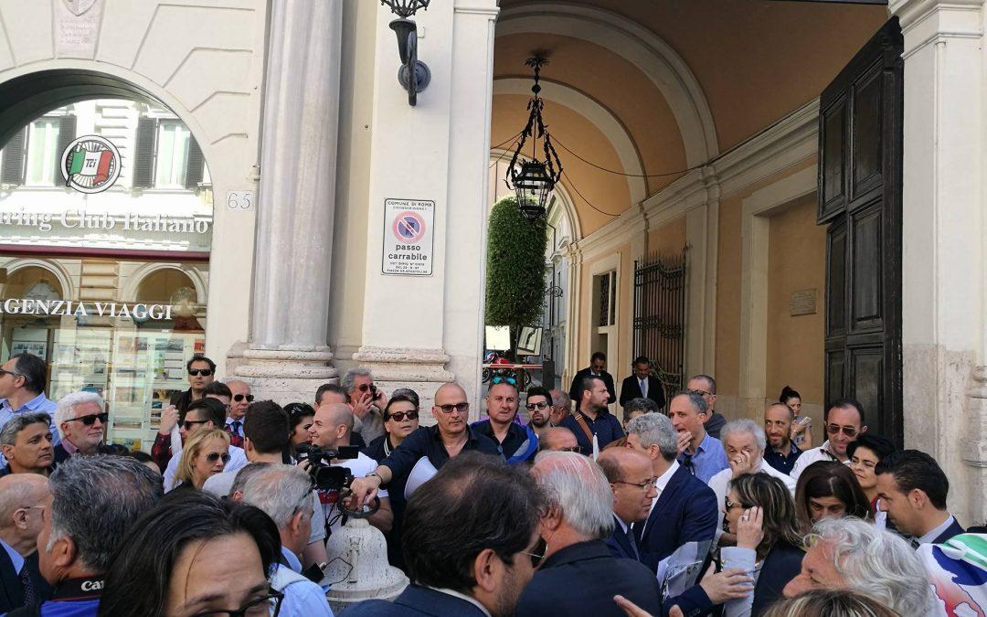FOTO – No alla chiusura del tribunale di Rossano, protesta a Roma