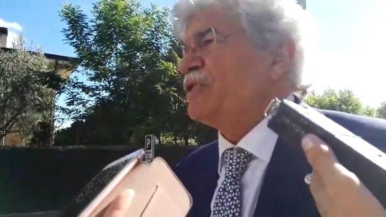 VIDEO - Il senatore Antonio Razzi a Rende: «In Corea del Nord sorridono tutti e fanno il karaoke»