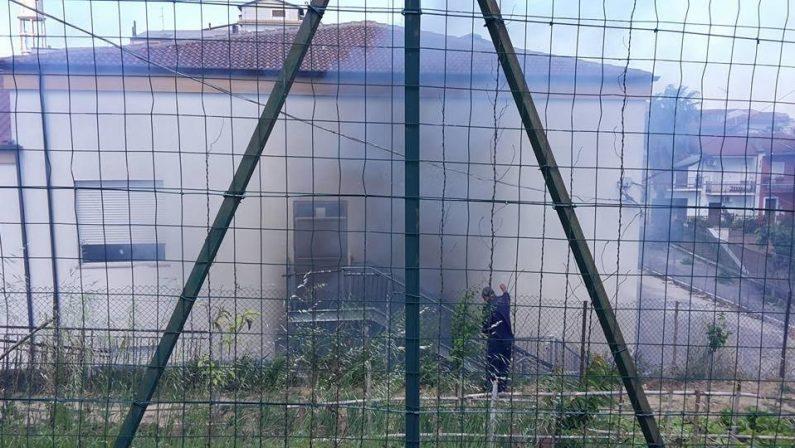 Incendio in una nuova scuola del Crotonese: stava per essere inaugurata, sindaco furibondo