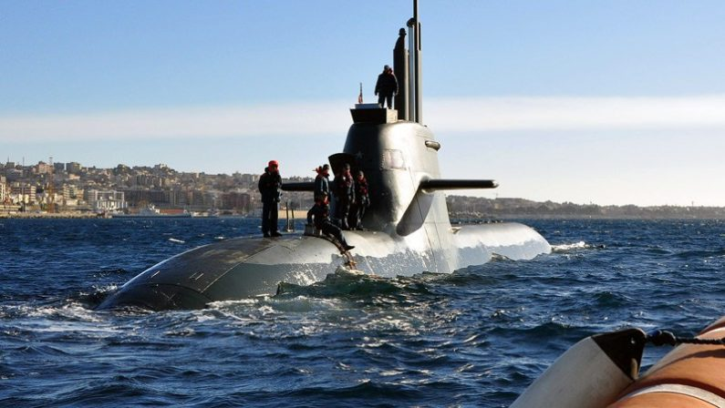Incidente in mare, sommergibile della Marina Militareha urtato un mercantile nel Golfo di Squillace