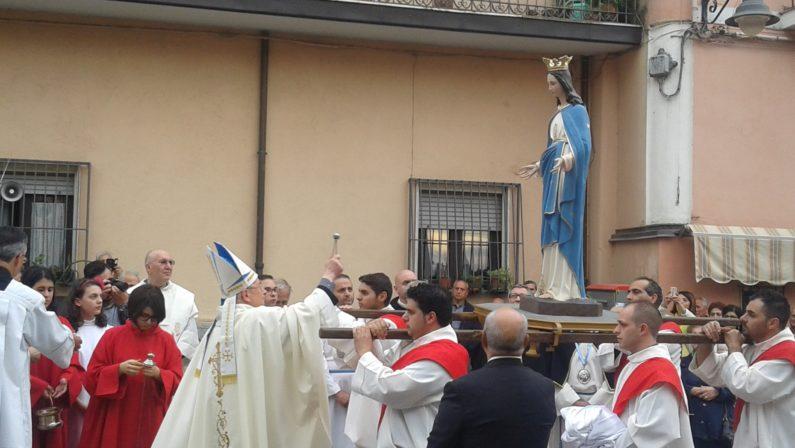 Nuova statua mariana dopo Affruntata shock a Pizzoni  Il vescovo: «E' un bel segno di volontà di ripresa»