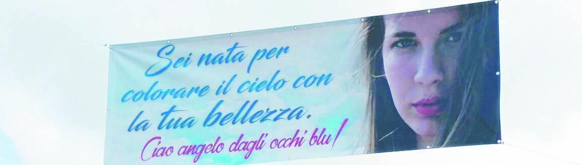 Vibo Valentia, morta per un tumore a soli 21 anni: a Rombiolo l'emozionante addio a Stefania