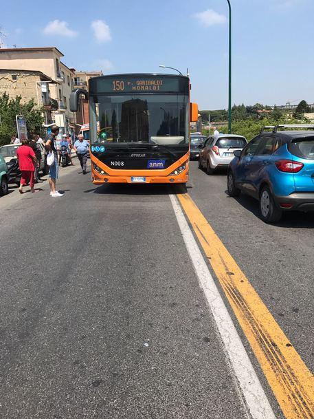 Malore per l'autista di un bus, feriti e contusi