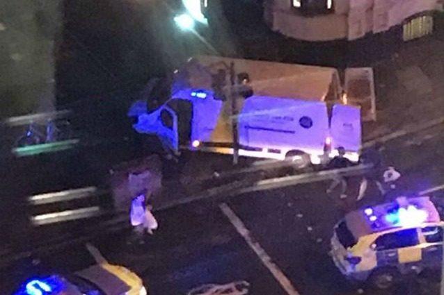 Attentato a Londra, sette morti e decine di feritiIl racconto di un giovane di Catanzaro: «È stato orribile»