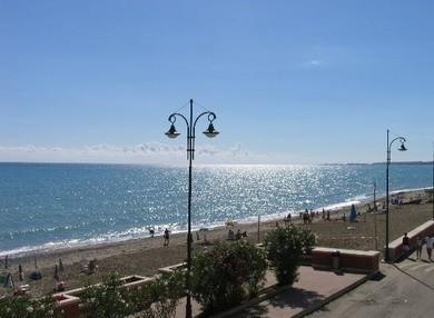 La spiaggia di Crucoli Torretta con la sabbia dorataLe meraviglie della Calabria, una regione da scoprire