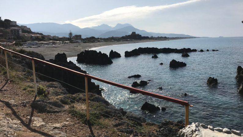 La spiaggia di Scalea e la scogliera dell'AjnellaLe meraviglie della Calabria, una regione da scoprire